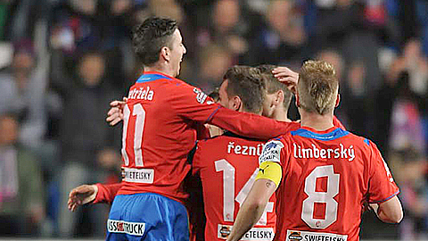 SYNOT liga: Tecl hattrick keeps Plze� at the top
